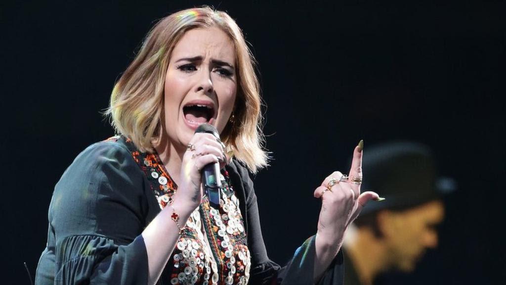 La cantante Adele habla sobre la depresión posparto que sufrió tras el nacimiento de su hijo Angelo