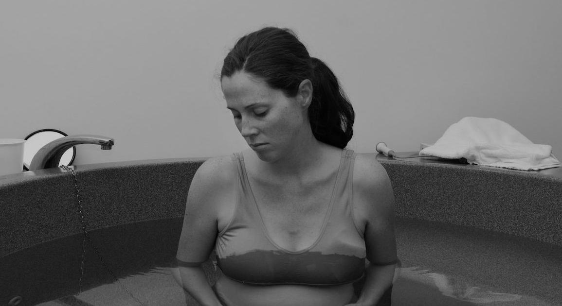 Por qué es importante no perturbar el estado de consciencia especial del parto