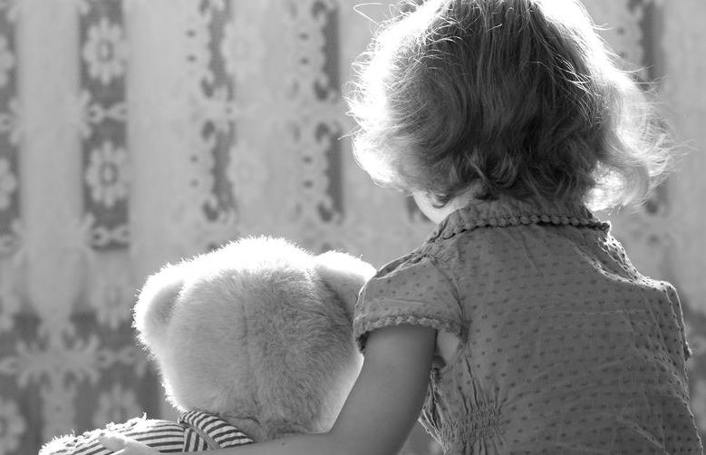 La falta de un apego seguro en la infancia afecta a cuatro de cada diez niñ@s
