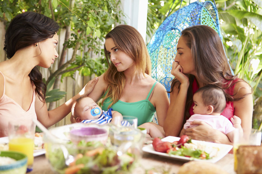 La depresión posparto se supera mejor con la ayuda de otras madres