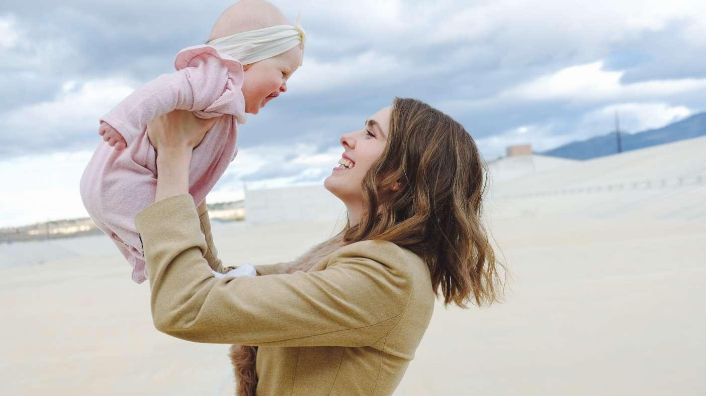 Los cerebros de madre y bebé operan juntos en red, más cuando la madre está feliz