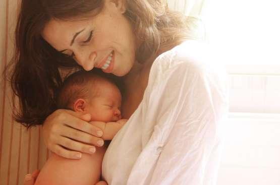 Cantar a los bebés prematuros (y a todos) reduce el estrés materno, calma al bebé y mejora el vínculo