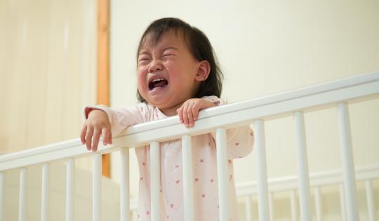 Quince años de estudios demuestran que el entrenamiento de sueño para bebés es perjudicial